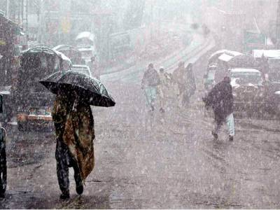 بالائی علاقوں میں برف باری کا نیا سلسلہ شروع ہوگیا ہے،مری میں تین انچ تک برفباری سے سڑکوں پرٹریفک کانظام بری طرح متاثرہواہے