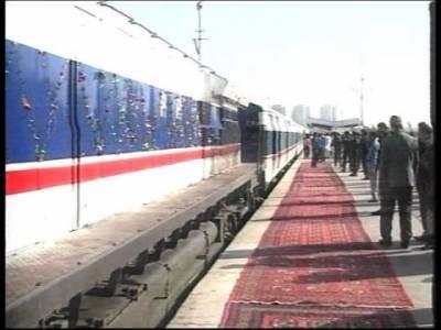 لاہوراورکراچی کے درمیان چلائی جانے والی پہلی بزنس ٹرین اٹھارہ گھنٹوں بعد کراچی پہنچ گئی۔