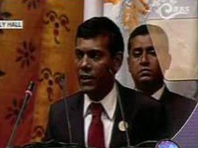عوامی مظاہروں کےباعث صدرمحمد نشیدمستعفی ہوگئے، پولیس نےبھی حکومت کیخلاف علم بغاوت بلند کردیا۔ مالدیپ فوج