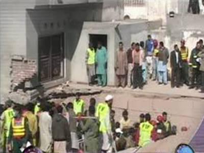 لاہور، کھاڑک ميں گزشتہ روز فیکٹری میں ہونے والے دھماکے سے ہلاکتوں کی تعداد اٹھارہ ہوگئی، تباہ شدہ عمارت کا ملبہ اٹھانے کا کام جاری ۔