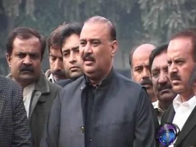 صوبے میں گڈ گورننس دفن ہوچکی ہے جبکہ شیر لوگوں کو جعلی سپرے اور جعلی ادویات کے ذریعے نگل رہا ہے۔ راجہ ریاض احمد