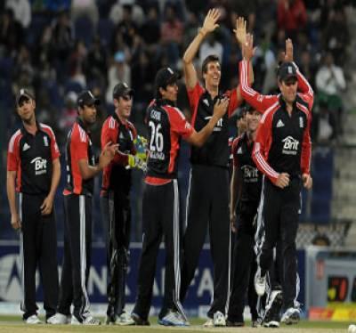 انگلینڈ نے پاکستان کو پہلے ون ڈے میچ میں عبرتناک شکست دیکر ٹیسٹ سیریز مین وائٹ واش کا غصہ تھوڑا ٹھنڈا کرلیا۔
