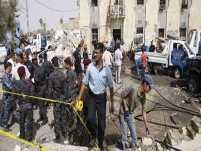 عراق ميں دوگھنٹوں کے دوران ہونے والے متعدد بم دھماکوں اور فائرنگ ميں ساٹھ افراد جاں بحق اور درجنوں زخمی ہو گئے ہیں۔