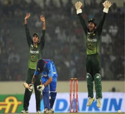 ایشیا کپ میں پاکستان نے بھارت کے خلاف تین سو انتیس رنز کا پہاڑ کھڑا کر دیا،محمد حفیظ اور ناصر جمشید کا پہلی وکٹ کی شراکت کا نیا ریکارڈ۔