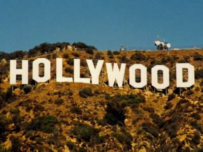 ہالی ووڈ کےسینما گھروں میں چار فلمیں آج نمائش کیلئے پیش کی جارہی ہیں،دی کیبن ان دی ووڈ،دی لیڈی ،لاک آؤٹ اور دی تھری سٹوجز۔