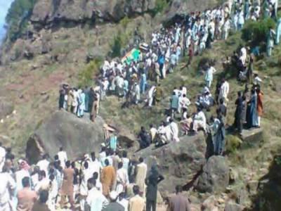 مظفر آباد میں دو ٹریفک حادثات میں نو افراد جاں بحق جبکہ پندرہ زخمی ہوگئے۔