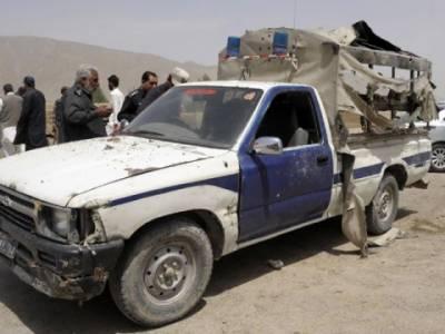 کوئٹہ میں پولیس موبائل پرریموٹ کنٹرول بم حملے کے نتیجے میں ایک اہلکار جاں بحق جبکہ تین زخمی ہوگئے ہیں