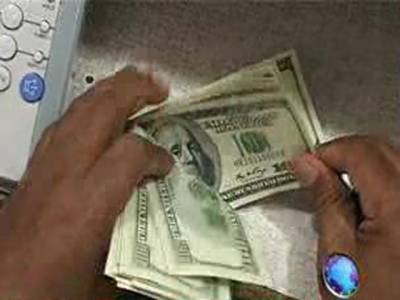 انٹربینک مارکیٹ میں روپے کی قدر میں کمی کا سلسلہ جاری ہے جبکہ امریکی ڈالر ایک بارپھر چورانوے روپے سے بھی تجاوز کرگیا۔