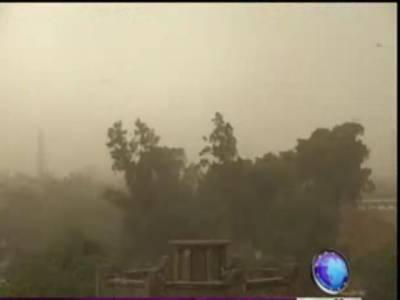 لاہور سمیت ملک کے مختلف علاقوں میں شدید آندھی ، طوفانی بارش سے موسم خوشگوار ہو گیا۔ بیشتر شہروں میں سائن بورڈزاور ہورڈنگز اڑ گئے