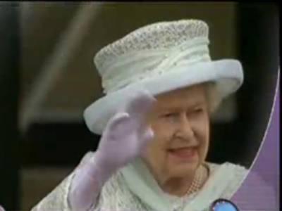ملکہ برطانیہ الزبتھ دوئم کی تخت نشینی کی ڈائمنڈ جوبلی تقریبات اختتام پذیرہوگئیں۔ ملکہ نے بکنگھم پیلس کی بالکونی سے عوام کو دیدار کروایا۔