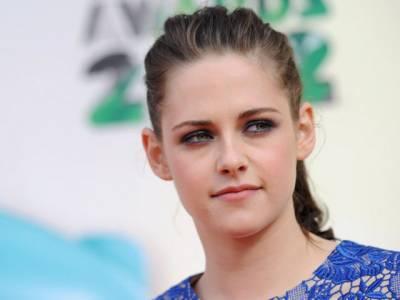 ٹوالائٹ سيريز فلموں سے شہرت حاصل کرنے والی بائیس سالہ امريکی اداکارہ کرسٹن سٹيورٹ سب سے زيادہ پيسے کمانے والی اداکارہ بن گئی ہیں۔