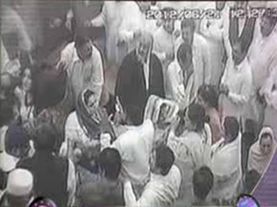 اسپیکر کی جانب سے تین ارکان کے ایوان میں داخلے پر پابندی کے بعد پنجاب اسمبلی آج سیاسی اکھاڑہ بن گئی۔