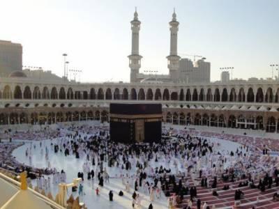 استقبال رمضان کے سلسلے میں خانہ کعبہ کو ہزاروں من آب زم زم اورعرق گلاب سے غسل دے دیاگیا