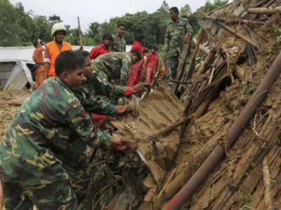 بنگلہ دیش میں تین روز سے جاری بارشوں کے باعث مٹی کے تودے گرنے سے اکیاون افراد ہلاک ہو گئے