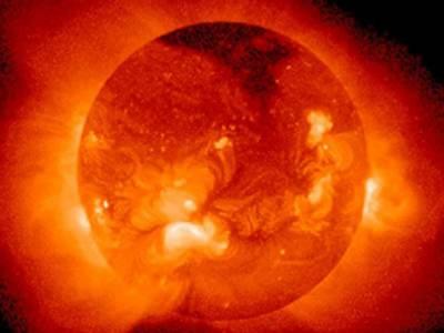 ماہرین کے مطابق سورج پربیک وقت ہزاروں طوفانی بگولے چلتے ہیں جن کا درجہ حرارت لاکھوں درجے سینٹی گریڈ ہے۔