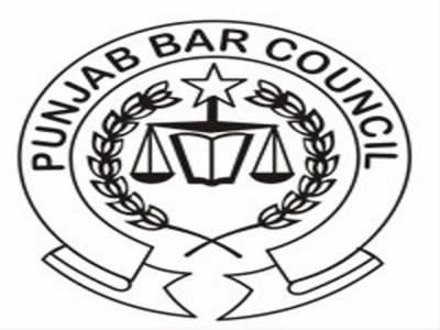 نیٹو سپلائی کی بحالی کے خلاف پنجاب بار کونسل نے بھی ہفتے کو مکمل عدالتی بائیکاٹ کا اعلان کر دیا،لاہور بار کی اپیل پر وکلاء نے ضلع بھر کی عدالتوں کا جزوی بائیکاٹ کیا۔