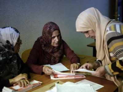 لیبیا میں معمر قذافی کے بیالیس سالہ دور آمریت کے خاتمے کے بعد پہلے عام انتخابات کے لیے پولنگ جاری ہے۔