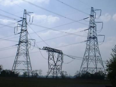 ملک بھرمیں بجلی کا شارٹ فال بڑھنے سے مزید اندھیرے چھا گئے، بجلی کا شارٹ فال ایک بارپھرچارہزارمیگاواٹ پرپہنچ گیا ہے
