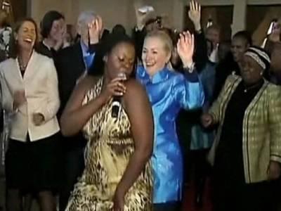 امریکی وزیرخارجہ ہلیری کلنٹن نے ملاوی کے بعد جنوبی افریقہ میں بھی رقص کا شاندار مظاہرہ کیا۔