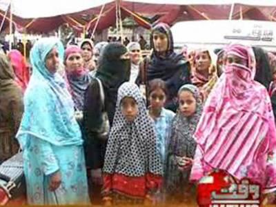 سپریم کورٹ کے احکامات کے باوجود لیڈی ہیلتھ ورکرز کو تنخواہوں کی ادائیگی نہ کی جاسکی ،کراچی میں لیڈی ہیلتھ ورکرز نے بنکوں کے سامنے احتجاجی مظاہرہ کیا۔