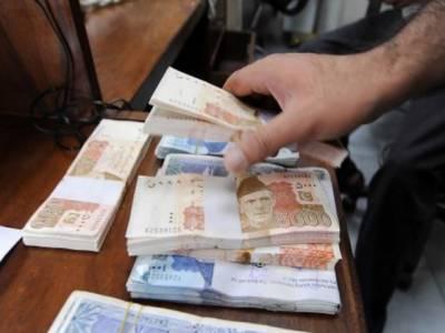 کمرشل بینکوں میں رقم کی کمی شدت اختیارکرگئی،بینکاری نظام میں رقم کی کمی کو پورا کرنے کے لیےاسٹیٹ بینک نے ایک ہفتے کے لیے تین سو اناسی ارب پچاسی کروڑ روپے فراہم کردیے۔
