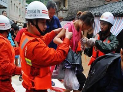 چین کے جنوب مغربی علاقوں میں شدیدبارشوں اورلینڈ سلائیڈنگ کے باعث ہزاروں مقامی افراد کو محفوظ علاقوں میں منتقل کردیا گیا ہے۔