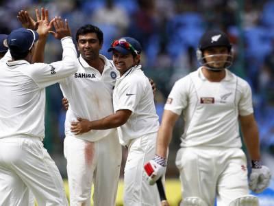 بنگلورٹیسٹ کے تیسرے روز کھیل کے اختتام پرنیوزی لینڈ نےاپنی دوسری اننگزمیں بھارت کےخلاف نو وکٹوں پردوسوبتیس رنز بنالئے،