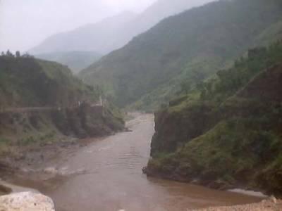 مظفرآباد: شدید بارشوں کے بعد ندی نالوں میں طغیانی آگئی. دس افراد سیلابی ریلے میں بہہ گئے ہیں جن کی تلاش کی جارہی ہے۔