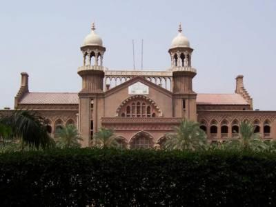 لاہورہائیکورٹ نے پٹرول کی قیمتوں میں اضافے کے خلاف دائر درخواست پر وفاقی حکومت کو نوٹس جاری کرتے ہوئے ستائیس ستمبرکوجواب طلب کرلیا.