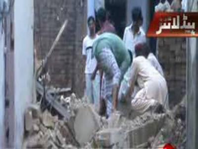 صوابی: بارش کے باعث مکان کی چھت گرنے سے ایک ہی خاندان کے نو افراد جاں بحق اور چار زخمی ۔