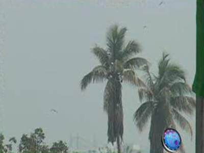 آئندہ چوبیس گھنٹوں میں بالائی پنجاب اورکشمیر میں بعض مقامات پر موسلا دھار بارش کا امکان ہے۔