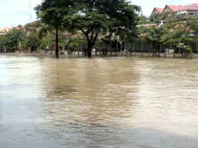 کمبوڈیا میں سیلاب نے متعدد خاندانوں کوگھربارچھوڑنے پرمجبورکردیا، ہزاروں افراد محفوظ مقامات پرمنتقل ہوگئے
