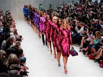 لندن فیشن ویک میں دمکتے چہروں اور دیدہ زیب ملبوسات کے ساتھ رنگ و نور کا سلسلہ جاری ہے۔