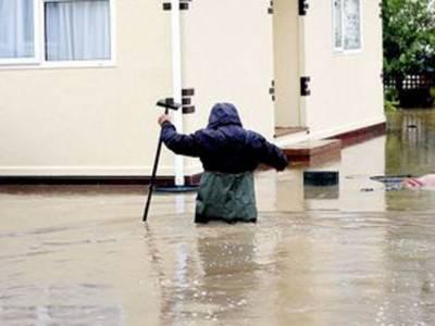 شمالی انگلینڈ میں سیلاب کےباعث متعدد علاقے زیر آب آگئے،ہزاروں گھرمتاثر جبکہ نظام زندگی مفلوج ہوگیا۔