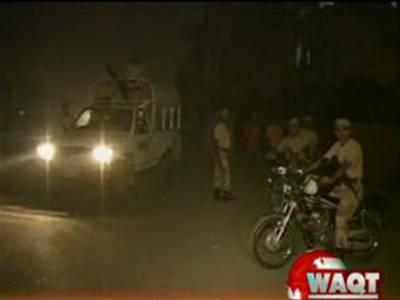 کراچی کے مختلف علاقوں میں رینجرز نے ٹارگٹڈ آپریشن کرتے ہوئے اٹھارہ ملزمان کو گرفتار کرکے ان کے قبضہ سے اسلحہ برآمد کرلیا۔