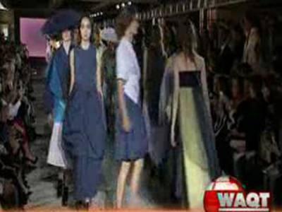 پیرس فیشن ویک: ساتویں روزڈیزائنرزکے پیش کردہ دیدہ زیب ملبوسات پہنے ماڈلز کی ریمپ پرواک سے تقریب کی رونق بڑھ گئی۔