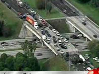فلوریڈا میں ہائی وے پردرجنوں گاڑیاں آپس میں ٹکرانے کے باعث باون افراد زخمی ہوگئے