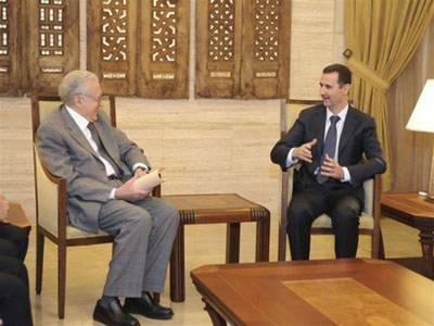 شام کیلئے اقوام متحدہ کے خصوصی مندوب لخضربراہیمی نے دمشق میں صدربشارالاسد سے ملاقات کی جس میں فائر بندی کی اپیل کی گئی ہے۔ ادھر کار بم دھماکے میں پندرہ افراد ہلاک اورتیس زخمی ہوگئے۔
