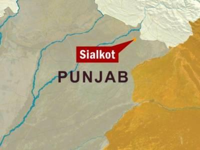 سیالکوٹ کے نواحی علاقے کلووال روڈ پر ٹریکٹر ٹرالی الٹ جانے سے چار افراد جاں بحق اور دو شدید زخمی ہوگئے۔