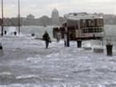 اٹلی کے تاریخی مقام وینس میں سیلاب کے باعث معمولات زندگی مفلوج ہوکررہ گئے