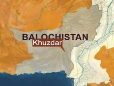 بلوچستان کے شہرخضدارمیں پٹرول پمپ پرفائرنگ سے آگ لگ گئی۔ جسکے باعث سترہ افراد جھلس کر جاں بحق اور پندرہ زخمی ہوگئے۔