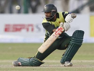 پاکستان کرکٹ بورڈ نے قومی ٹیم کے سابق کپتان محمد یوسف کو ڈومیسٹک کرکٹ کھیلنے کی اجازت دینے سے انکار کردیا ۔