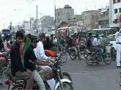 سندھ حکومت نے محرم الحرام میں امن وامان کے پیش نظر کراچی ، حیدرآباد اور خیرپور میں آج سے ستائیس نومبر تک ڈبل سواری پر پابندی عائد کردی۔