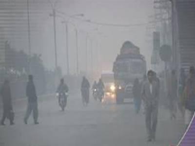 محکمہ موسمیات کے مطابق پنجاب کے میدانی علاقوں، پشاور اور سکھر ڈویژن میں آج رات اور صبح کے وقت دھند چھائے رہنے کا امکان ہے۔