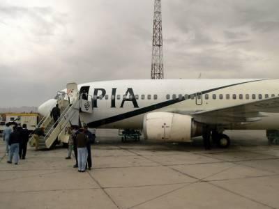 کراچی سے لندن جانے والی پی آئی اے کی پرواز پی کے سیون ایٹ سیون سنگین حادثہ سے بال بال بچ گئی، انجن میں آگ لگنے کے بعد طیارے کو بحفاظت کراچی ایئرپورٹ پر اتار لیاگیا ۔