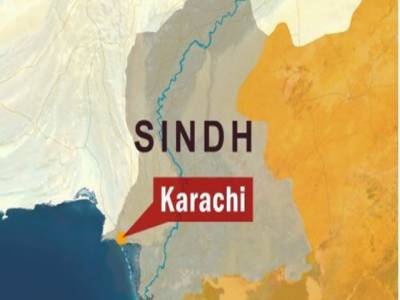 کراچی میں موٹر سائیکل بم دھماکے میں دو افراد جاں بحق جبکہ پانچ رینجرز اہلکاروں سمیت پندرہ زخمی ہوگئے۔
