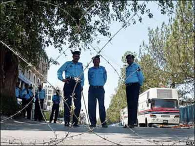 وزارت داخلہ کی ہدایت پراسلام آباد میں کل سے شروع ہونے والی ڈی ایٹ کانفرنس اور بائیس نومبر کو سربراہی اجلاس کیلئے سکیورٹی پلان جاری کر دیا گیا ہے