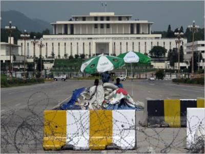 سابق وزیراعظم یوسف رضا گیلانی کی نااہلی کے دوران کئے گئے فیصلوں کوآئینی تحفظ دینے کا بل آج قومی اسمبلی میں پیش کیے جانے کا امکان ہے۔