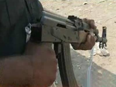 کراچی کے مختلف علاقوں میں پولیس اوررینجرزنے کارروائی کرتے ہوئےانیس مشتبہ افراد کوحراست میں لے کراسلحہ برآمد کرلیا