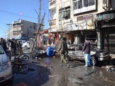 کوئٹہ میں سمنگلی روڈ پر ایف سی کی گاڑی کے قریب دھماکے میں دو اہلکاروں سمیت پانچ افراد جاں بحق اور چودہ زخمی ہوگئے۔